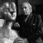 Пикассо со скульптурой Бюст женщины (Мария-Тереза), Париж, 1944. Фото, Герберт Лист