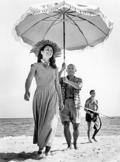 Пабло Пикассо и Франсуаза Жило, Гольф-Жуан, 1948. Фото — Роберт Капа