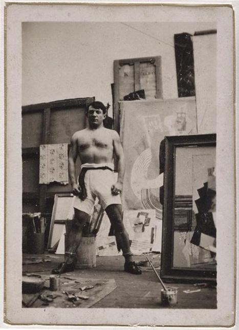 Пабло Пикассо. Автопортрет с обнаженным торсом. Фото, ок. 1916
