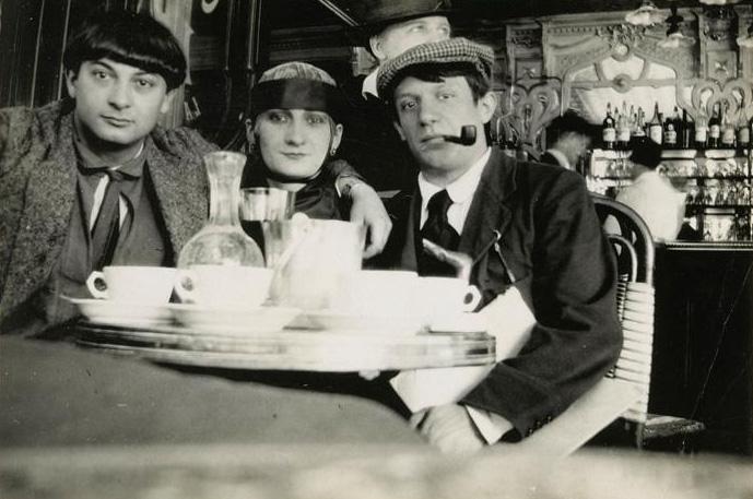 Пабло Пикассо с друзьями в кафе Ротонда, Монпарнас. Фото,1914