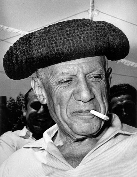 Пабло Пикассо — тореадор. Валлорис, 1954. Фото Андре Вилье