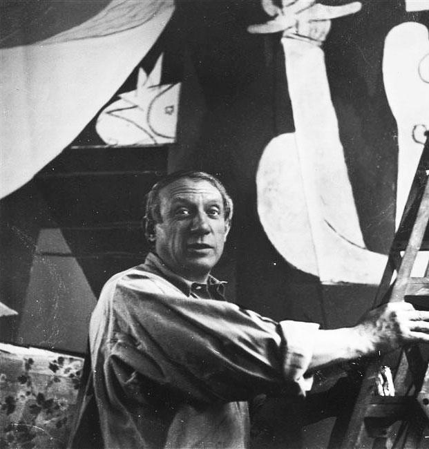 Пабло Пикассо пишет Гернику. Париж, 1937. Фотограф Дора Маар. Фото 1