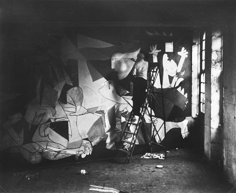 Пабло Пикассо пишет Гернику. Париж, 1937. Фотограф Дора Маар. Фото 6