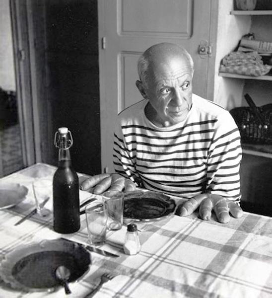 Пикассо, руки-хлеб. Валлорис, 1952. Робер Дуано, фото 1