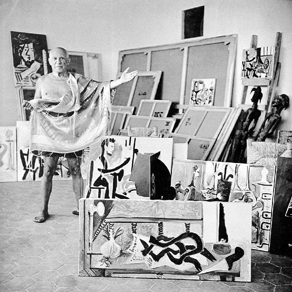 Пабло Пикассо в мастерской в Мужене, 1963. Фото Робера Дуано