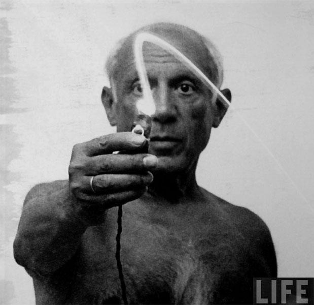Пабло Пикассо рисует светом, Валлорис, 1949. Гийон Мили, фото 1