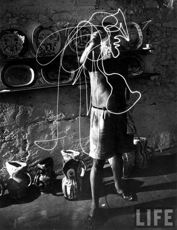 Пабло Пикассо рисует светом, Валлорис, 1949. Гийон Мили, фото 3