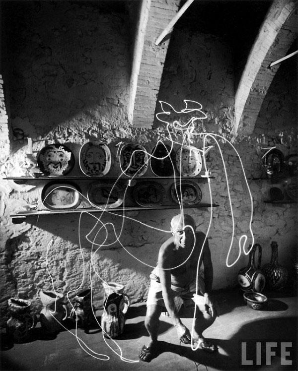 Пабло Пикассо рисует светом, Валлорис, 1949. Гийон Мили, фото 5