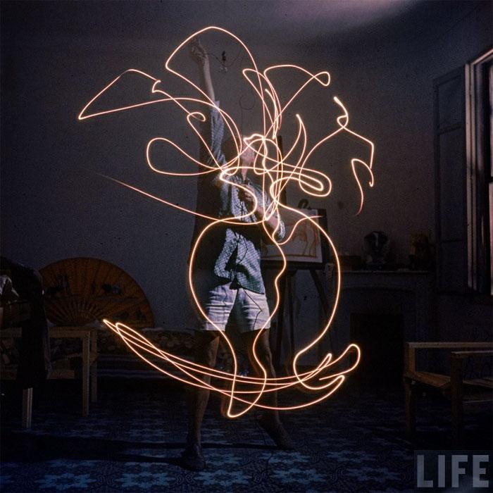 Пабло Пикассо рисует светом, Валлорис, 1949. Гийон Мили, фото 6