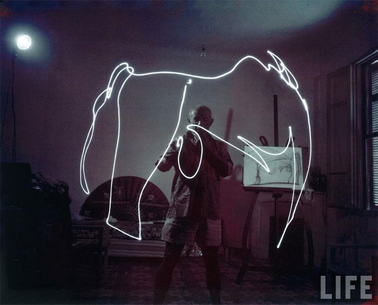 Пабло Пикассо рисует светом, Валлорис, 1949. Гийон Мили, фото 8