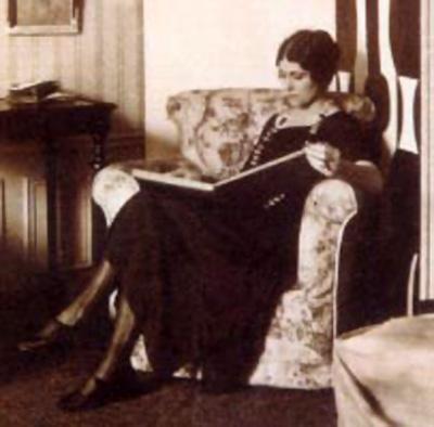 Ольга Хохлова-Пикассо в Фонтенбло. Фото, 1923