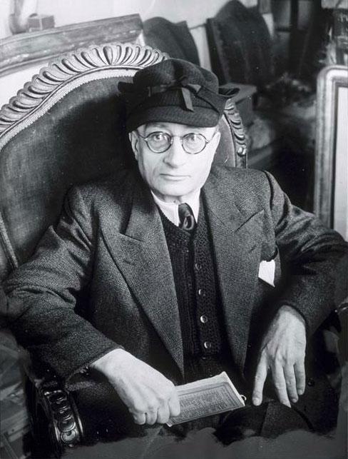 Хайме Сабартес в кресле, 1943. Фото, Брассай