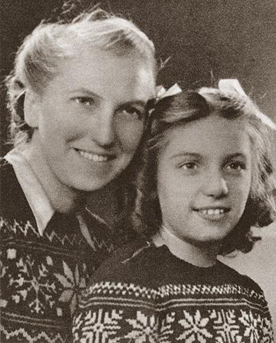 Мария-Тереза Вальтер с десятилетней Майей, дочерью Пикассо. Фото, ок. 1946