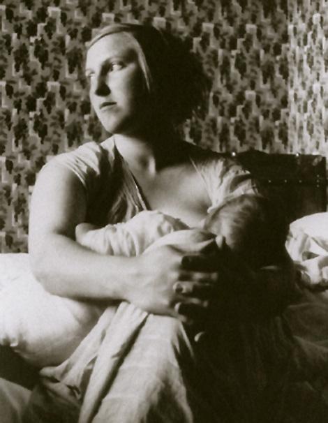 Мария-Тереза Вальтер с маленькой Майей, дочерью Пикассо. Фото, 1936