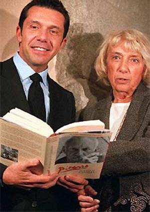 Майя Видмайер-Пикассо и ее сын Оливье, Мадрид, 2004