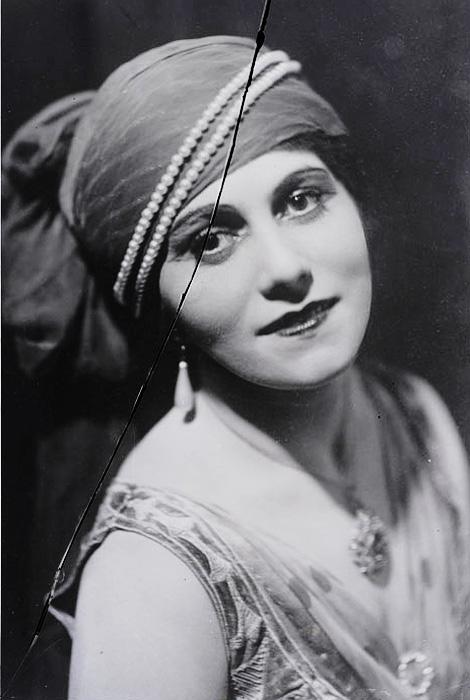 Ольга Хохлова в роли наложницы султана, в балете Шахерезада. Фото, ок. 1916
