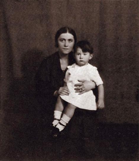 Ольга Хохлова Пикассо с сыном Пауло Пикассо. Фото, 1923