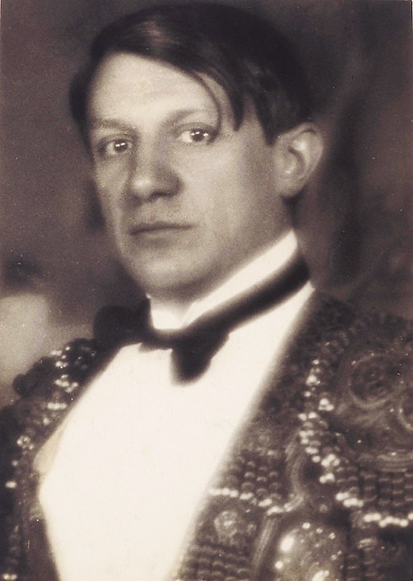 Пикассо в костюме тореадора на балу графа де Бомон, Париж, 1924