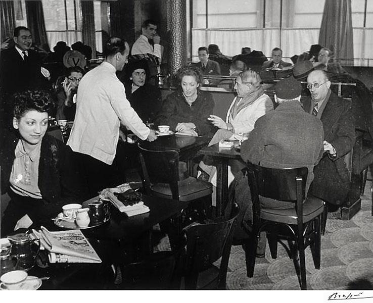 Пабло Пикассо и Хайме Сабартес в кафе де Флор, Париж, 1939. Брассай, фото 2
