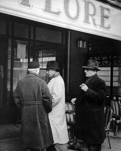 Пабло Пикассо и Хайме Сабартес перед кафе де Флор, Париж, 1939. Брассай, фото 3