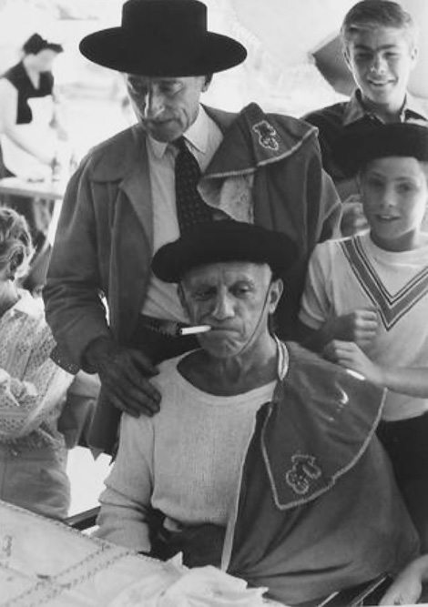 Пикассо и Кокто в костюмах тореадоров на корриде в Валлорисе, 1955 Фото Эдварда Куинна