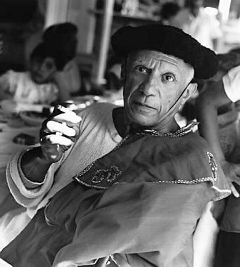 Пикассо в костюме тореадора на корриде в Валлорисе, 1955 Фото Эдварда Куинна