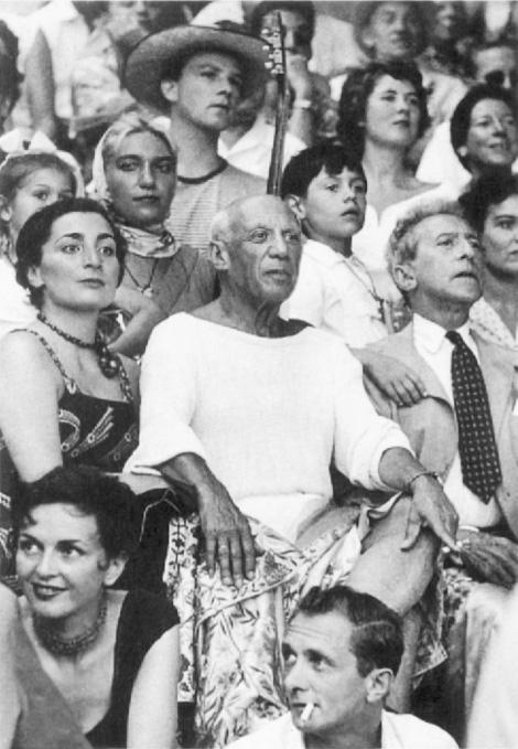 Пикассо, его дети, Жаклин Рок и Жан Кокто на корриде в Валлорисе, 1955. Фото Эдварда Куинна