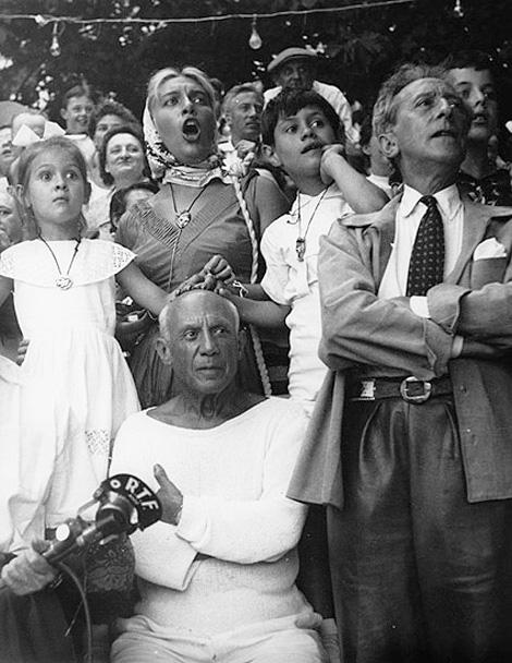 Пикассо со своими детьми и Жаном Кокто на корриде в Валлорисе, 1955 Фото Эдварда Куинна