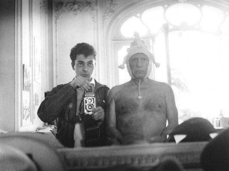 Пикассо в колпаке и Андре Вилье, Канны, 1955. Фото Андре Вилье
