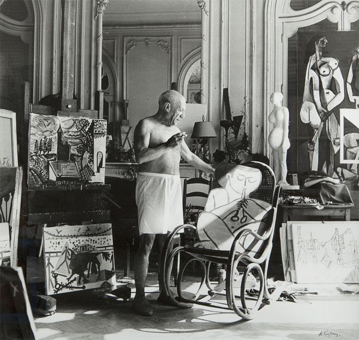 Пикассо в мастерской на вилле Калифорния, 1956. Фото Андре Вилье