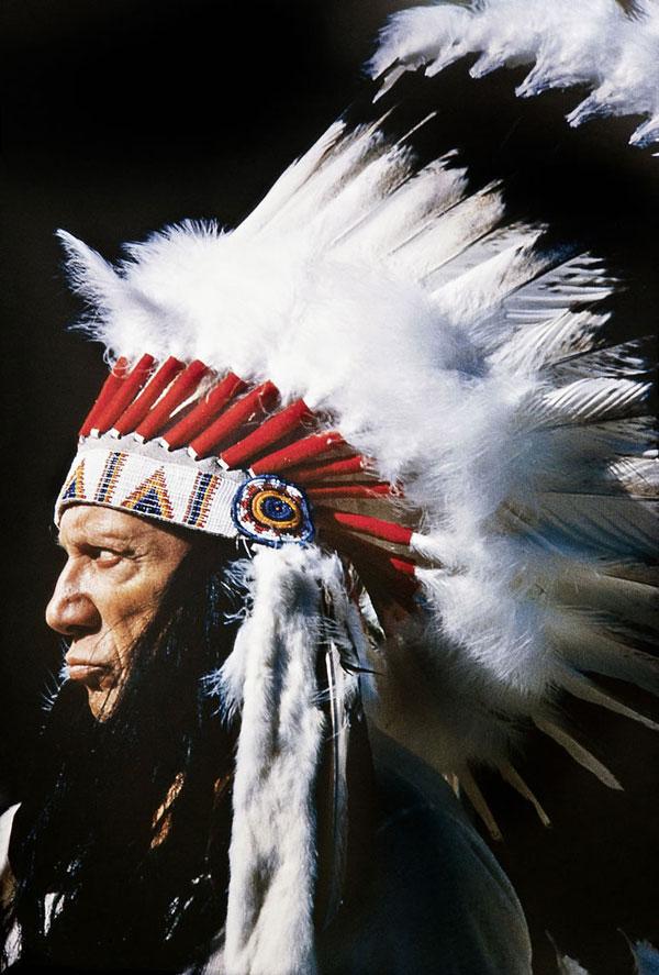 Пикассо — вождь американских индейцев, Канны, 1960. Фото Дэвида Дугласа Дункана