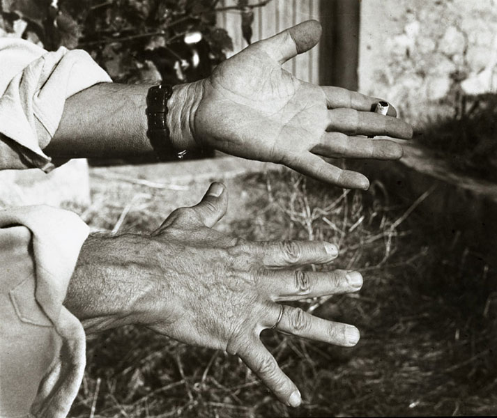 Руки Пикассо, Валлорис, 1954. Фото Андре Вилье