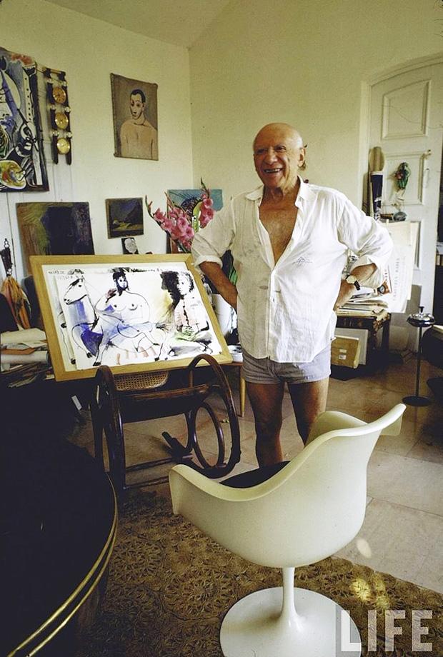 Пабло Пикассо у себя на вилле Нотр-Дам-де-Ви. Мужен, Франция, 1967. Фото — Гийон Мили