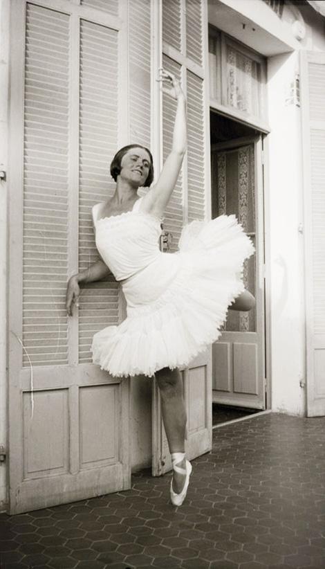 Ольга Хохлова в балетной пачке, Жуан-ле-Пен, 1925. Фото 1