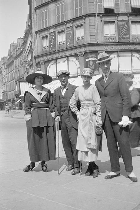 Ольга Хохлова, Пикассо, Мария Шабельская и Жан Кокто в Париже. Фото, 1917
