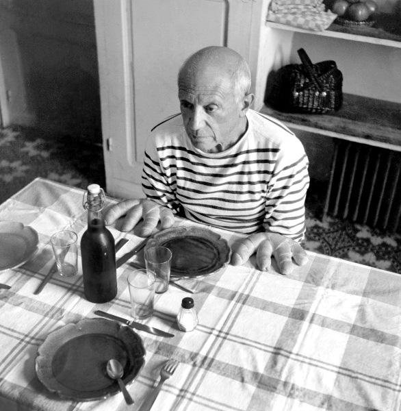 Пикассо руки-хлеб, фото Робера Дуано, вариант 2