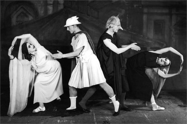 Mercure_1927_costumes-scene_Pablo-Picasso
