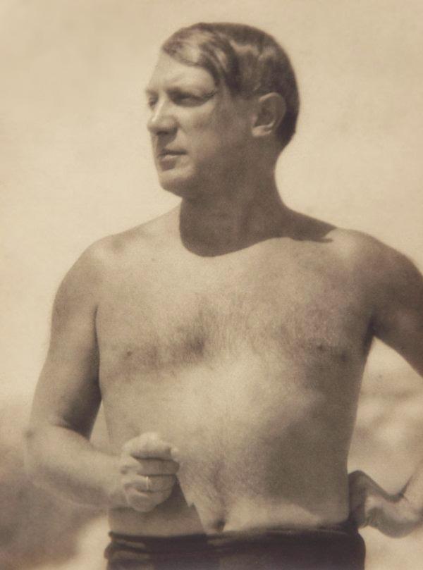 Пикассо на пляже в Жуан-ле-Пен, 1929. Фото — Ман Рэй
