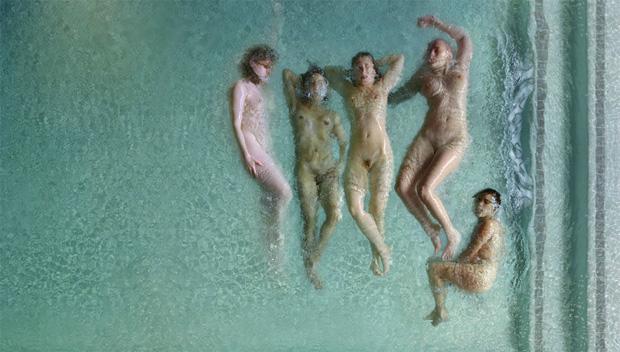Фото с отсылкой на Авиньонских девиц Пикассо