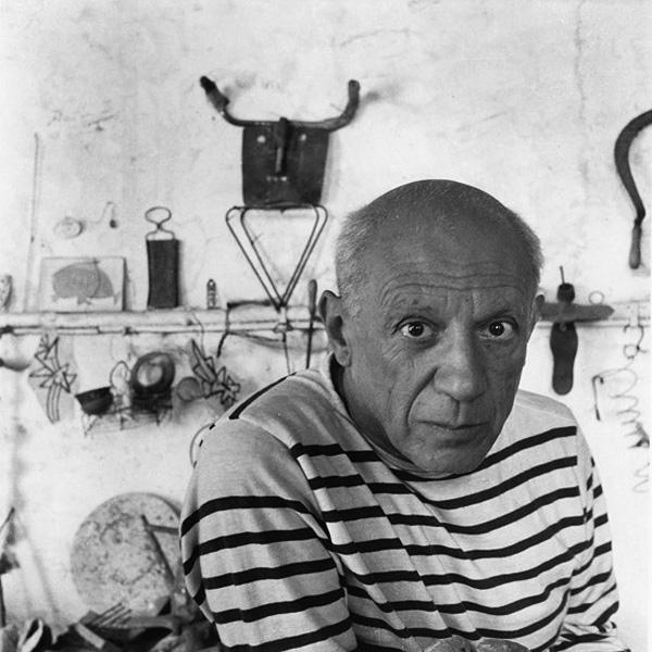 Пабло Пикассо в своей мастерской, Валлорис, 1952. Фото — Робер Дуано