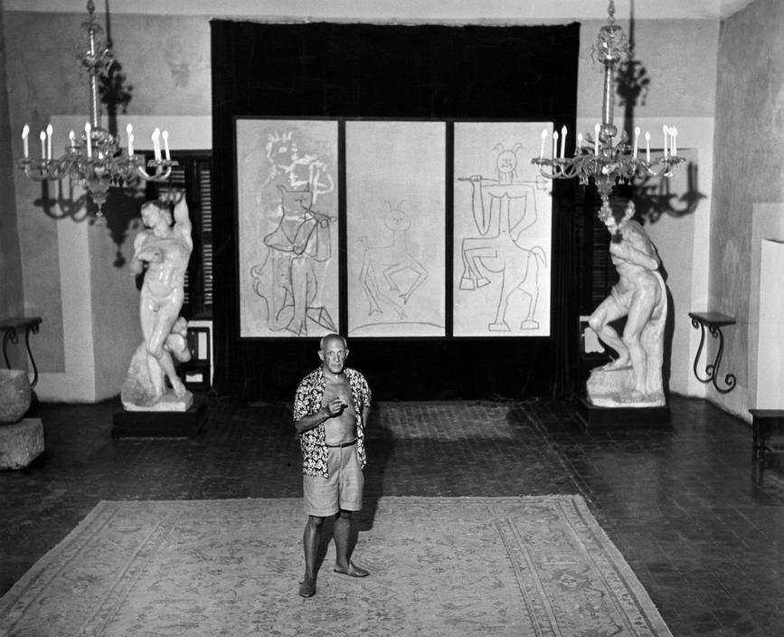Пабло Пикассо в музее Гримальди, Антиб, 1948. Фото — Роберт Капа