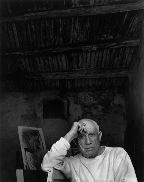 Пабло Пикассо в мастерской, Валлорис, 1954. Фото — Арнольд Ньюман