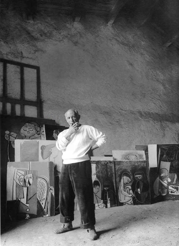 Пабло Пикассо в своей мастерской, Валлорис, 1954. Фото — Арнольд Ньюман