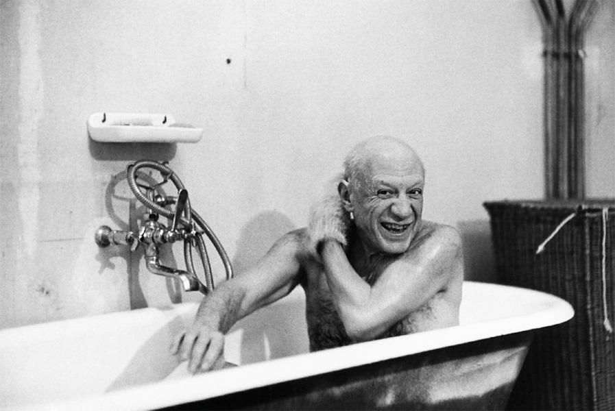 Пикассо в ванной, вилла Ла Калифорния, Канны, 1956. Фото — Дэвид Дуглас Дункан