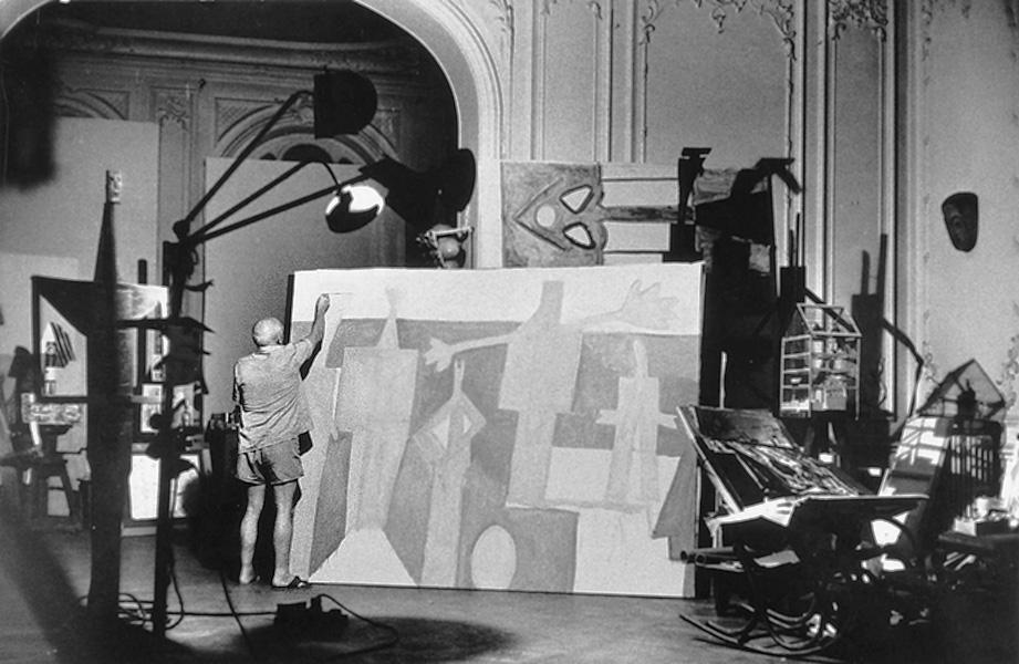 Пикассо пишет картину Купальщицы в Ла Гаруп, Канны, 1957 (1). Фото — Дэвис Дуглас Дункан