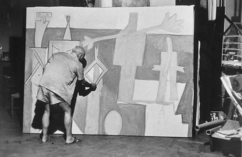 Пикассо пишет картину Купальщицы в Ла Гаруп, Канны, 1957 (2). Фото — Дэвис Дуглас Дункан