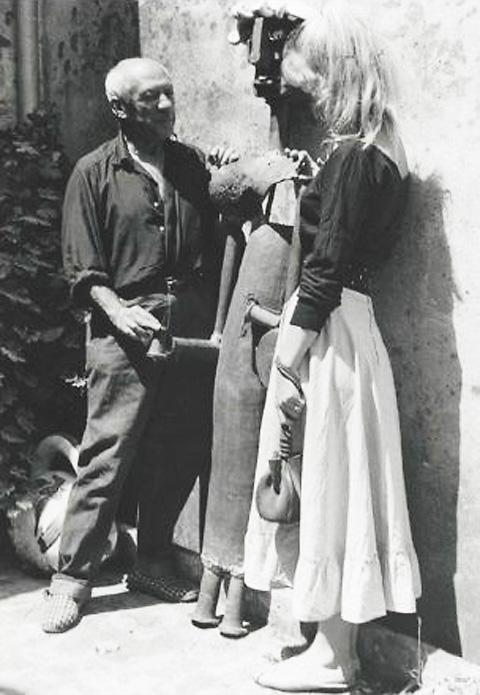 Пабло Пикассо и СильветтДавид, Валлорис, 1954. Тоби Еллинек, фото 1