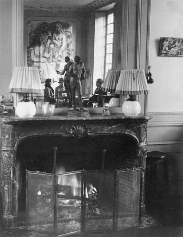 Пикассо, Ольга Хохлова и Терьяд, квартира на улице Боэти, Париж, 1932. Фото — Брассай