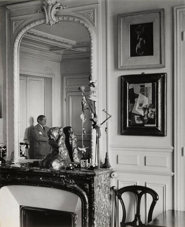 Пабло Пикассо дома, на улице Боэти в Париже, 1932. Фото — Брассай