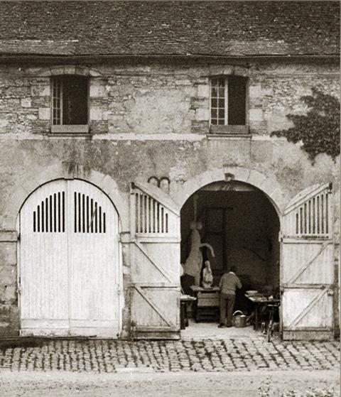 Пикассо в скульптурной мастерской, Буажелу, 1932. Фото — Брассай